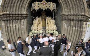 Virgen del Carmen el Miércoles Santo de la Semana Santa de Sevilla. Foto: J.M. Serrano